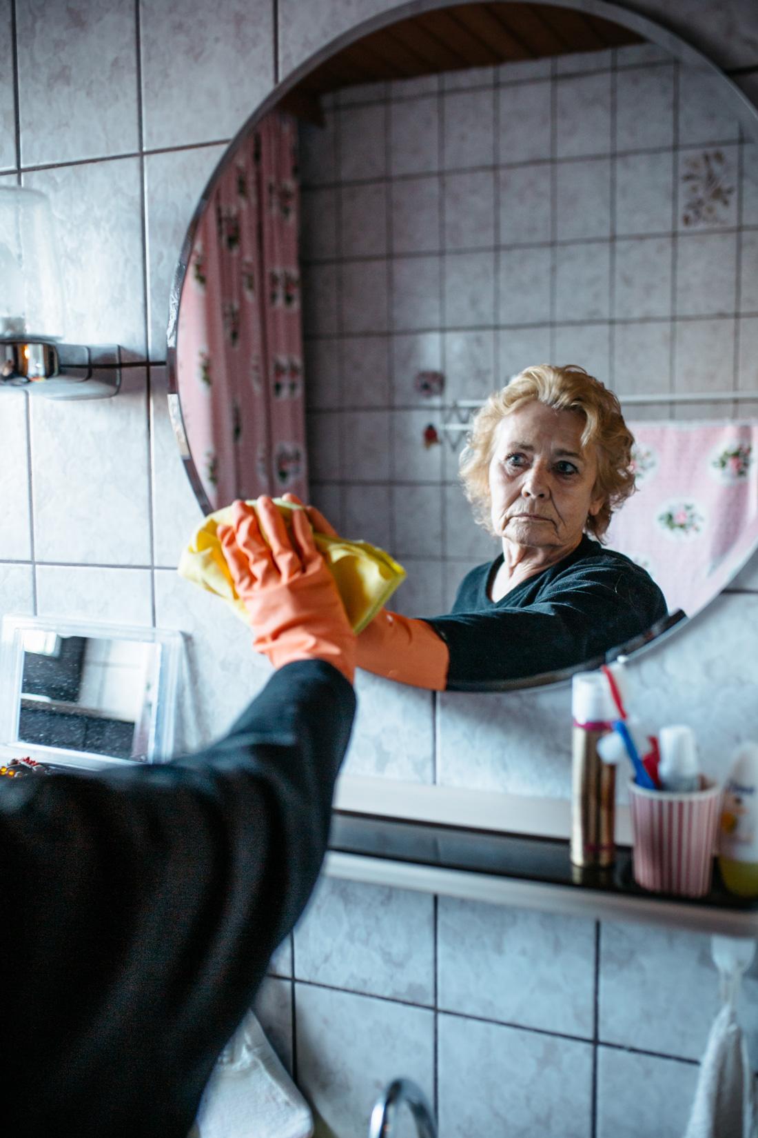Meine Oma ist eine ganz normale Rentnerin. Warum geht sie putzen?